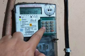 Ketik kode 456 pada meteran listrik Ketik jumlah limit yang diinginkan, bisa 15, 10, atau bahkan 05 kwh Tekan ENTER, maka standar limit meteranmu akan berubah